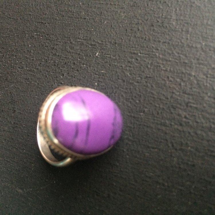 Ovalen ring van charoiet, maat 18, in zilveren zetting
