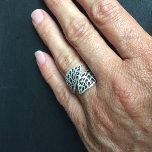 Geweldige silverplated verstelbare ring met blaadjes