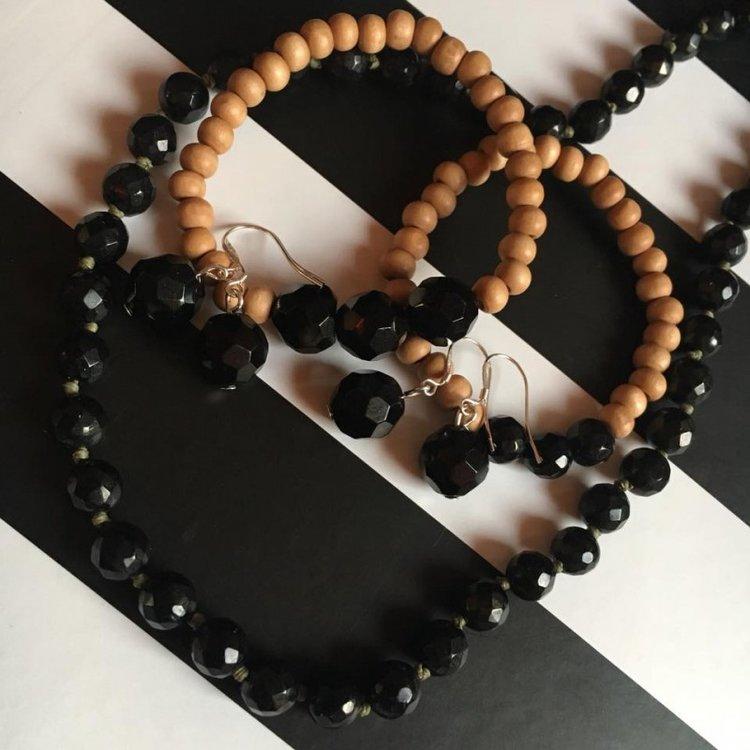 Armband met houten kralen en git
