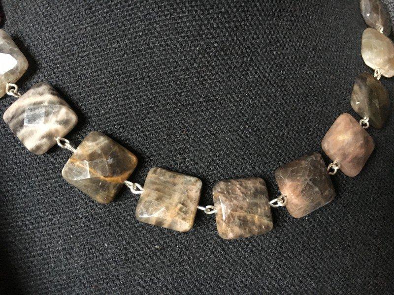 Mooie gekettelde ketting van bruin en grijs kwarts