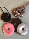 Donut hanger van aardend onyx_