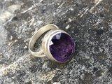 Zilveren ring met amethist, maat 17._