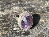 Zilveren ring met lichte geacteerde amethist, maat 17,5_