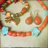Ketting van rood koraal en turkooiseblauw howliet_