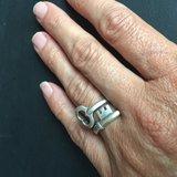 Vrolijke silverplated verstelbare ring: een sleutel!_