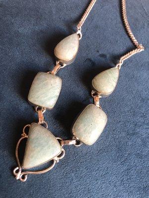 Mooie zilveren ketting van vijf aquamarijn stenen