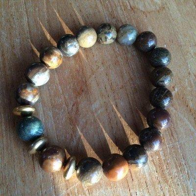 Armband van donkere kleuren agaat