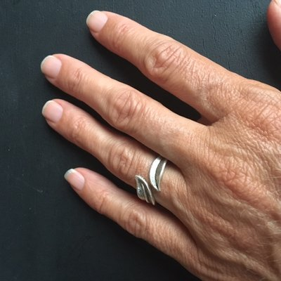 Geweldige silverplated verstelbare ring met veren