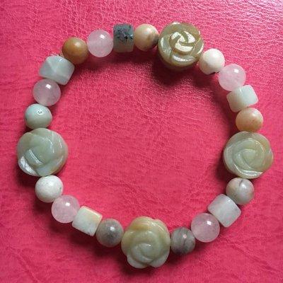Armband van amazoniet en rozenkwarts met vier roosjes
