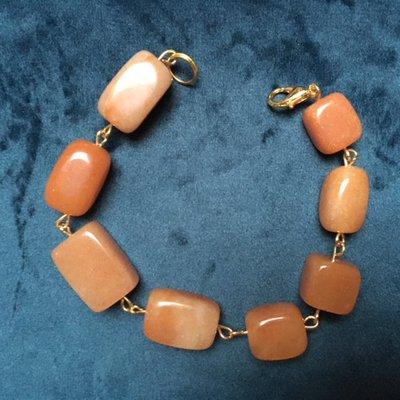 Armband van grote  zacht oranje aventurijn kralen