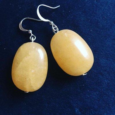 Mooie zilveren oorbellen van grote gele calcieten