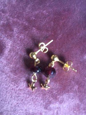 Fijne oorbellen met granaatjes en sterretjes