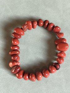 Armband van rode jaspis