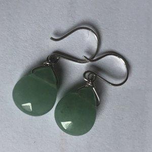 Fijne zilveren oorbellen van groene aventurijn