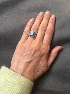 Eenvoudige maar prachtige rechthoekige ring van labradoriet in zilveren zetting, maat 17