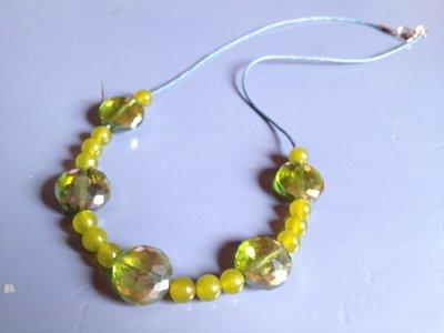 Mooie ketting met peridoot en groene kristallen