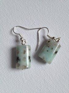 Zilveren oorbellen met kiwi jaspis