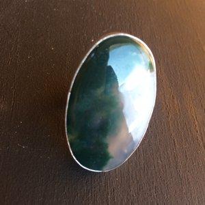 Prachtige grote ovalen zilveren ring met mosagaat, maat 18,5