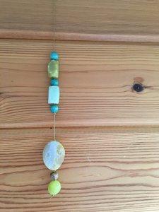Beschermende groen/gele raamhanger met jade en agaat