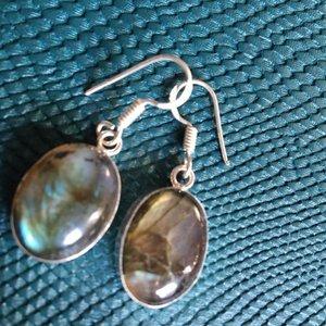 Fonkelende ovalen zilveren labradoriet oorbellen