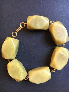 Prachtige armband van grote jade stenen